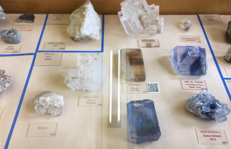 青い岩塩たち